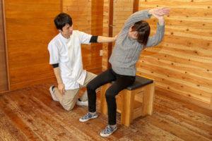 体幹側屈の体操指導